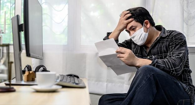 Arbeitslosigkeit und psychische probleme. arbeitsplatzverluste durch das coronavirus in asien. posttraumatische belastungsstörung (ptsd). resignation und stressig.wirtschaftliche probleme für arbeitnehmer.