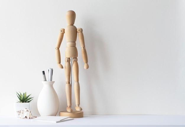 Arbeitsplatz des designers oder der kreativen person, geschäftsort für die arbeit, büro- oder wohnzimmereinrichtung, mock-up, platz für text