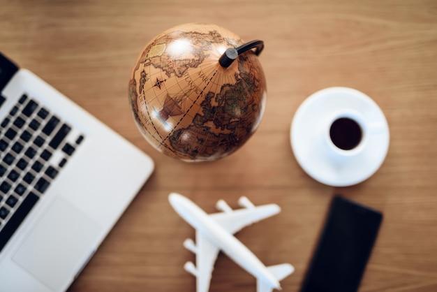 Arbeitsplatz für menschen, die gerne reisen.