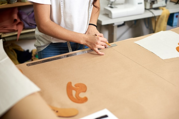 Arbeitsplatz im designstudio, mustererstellungsprozess
