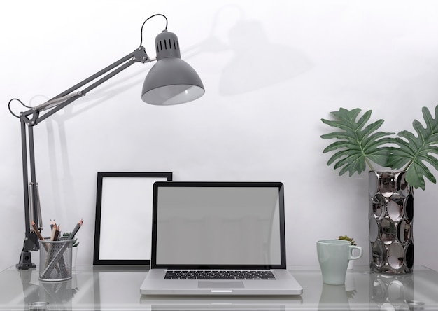Arbeitsplatz-mockup-konzept. bürodekor-tischrechner mit ausrüstung. kreativer arbeitsbereich.