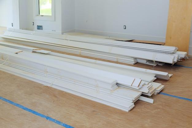 Arbeitsprozess für im bau, umbau, renovierung, erweiterung, restaurierung und wiederaufbau.