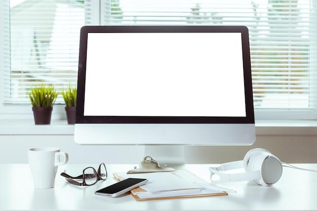 Arbeitstisch mit computer