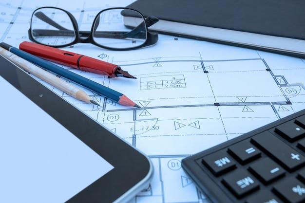 Arbeitszeichnungsskizze des architektendesigns plant pläne im architektenstudio