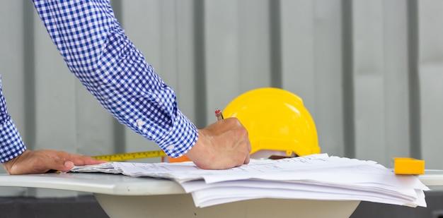 Architekt engineer design working planning concept