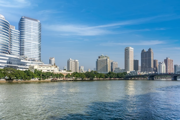 Architektonische landschaftsskyline des stadtzentrums von ningbo, china