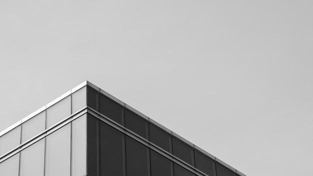 Architektur der geometrie am glasfenster - monochrom