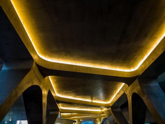Architekturdesignindustrie mit moderner enterior kurvenform.