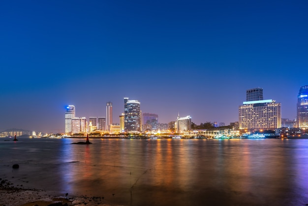 Architekturlandschaft der stadt xiamen nachtansicht
