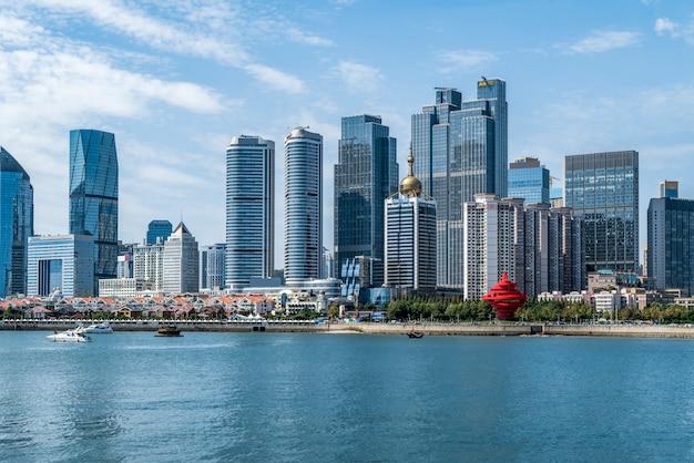 Architekturstadtbild der qingdao-küstenlinie und städtische skyline