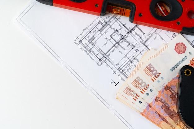 Architekturzeichnung und russischer rubel geldstapel