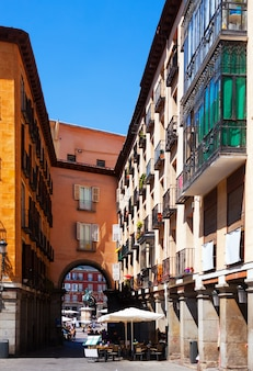 Archway auf der plaza mayor in madrid
