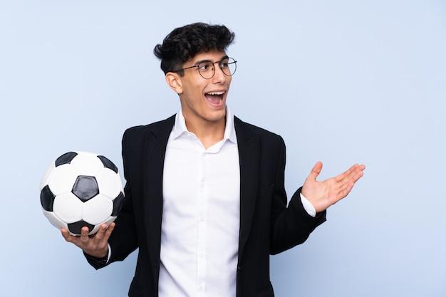 Argentinischer fußballtrainer mit überraschendem gesichtsausdruck