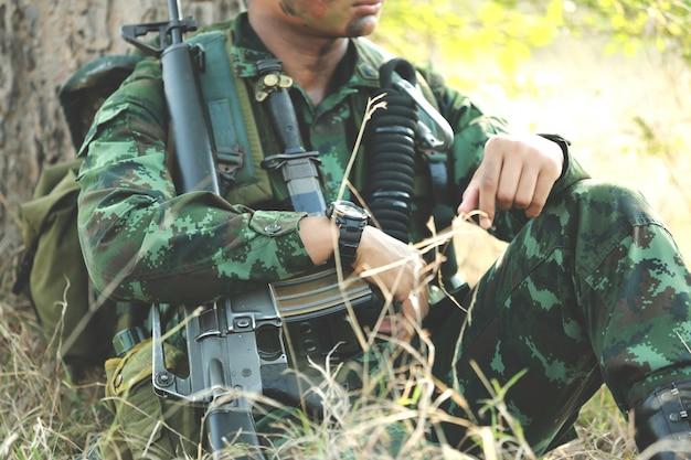 Armee mit waffe