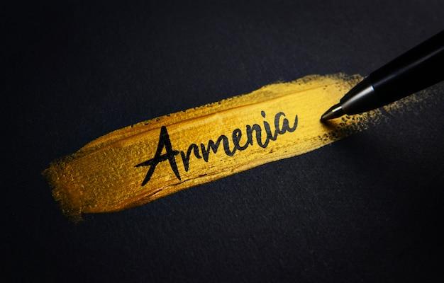 Armenien-handschrift-text auf goldenem pinsel-anschlag