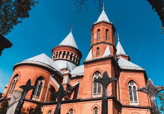 Armenisch-katholische kirche der heiligen peter und paul. stadt czernowitz, ukraine, europa.
