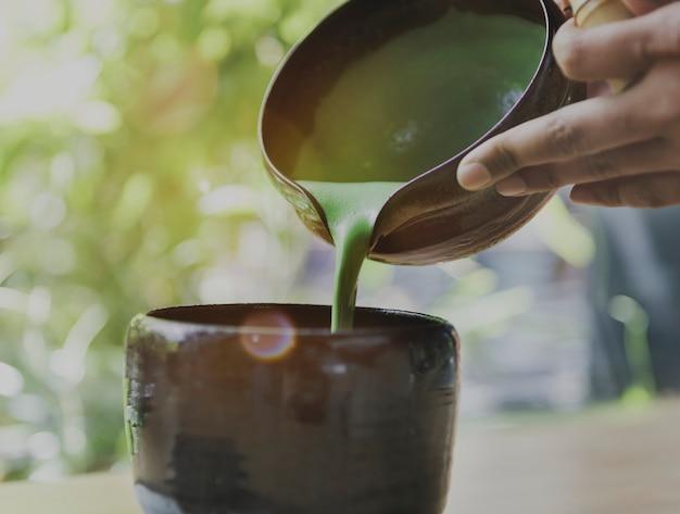 Aroma-getränk-frische maccha-strömendes konzept des tee-aromatischen getränkes
