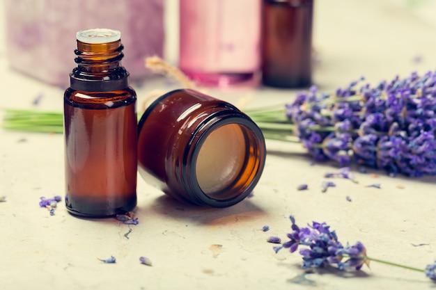 Aromaöl und lavendel