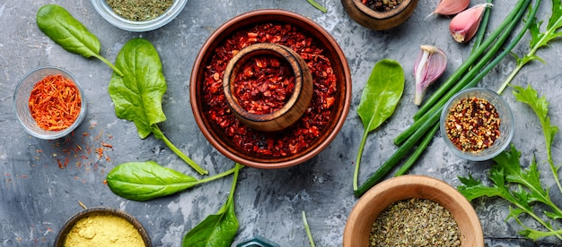 Aromatische gewürze und kräuter