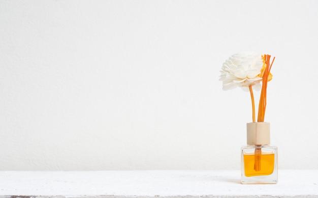 Aromatischer schilf-lufterfrischer, duft-diffusor satz flasche mit aroma-sticks