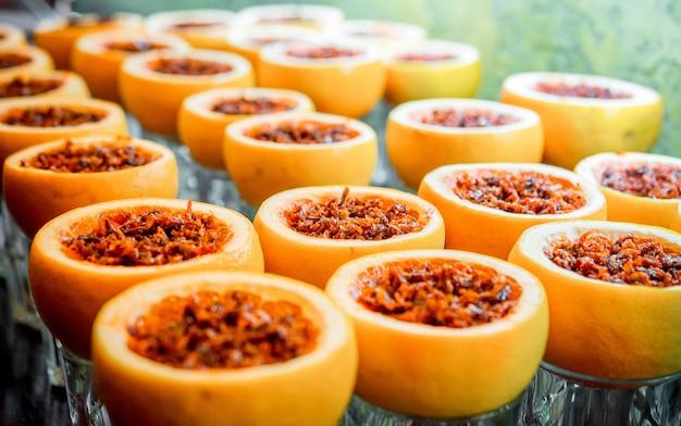 Aromatisierter shisha-tabak und obst