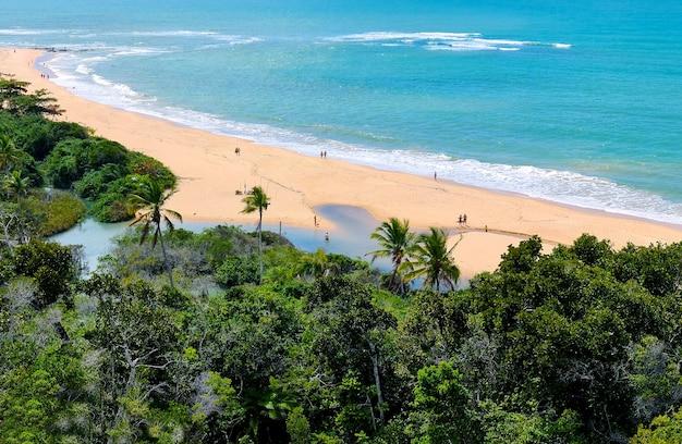 Arraial d'ajuda ist ein ortsteil der brasilianischen gemeinde porto seguro an der küste des bundesstaates bahia.