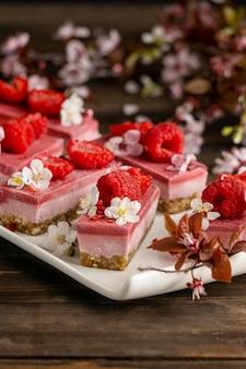 Arrangement eines köstlichen hausgemachten desserts