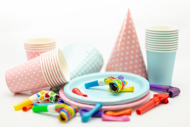 Arrangement mit dekorationen für kinderparty