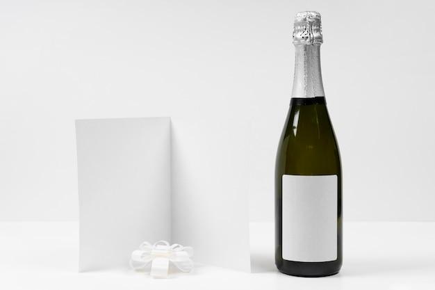 Arrangement mit flasche für neujahr