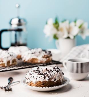 Arrangement mit leckeren donuts