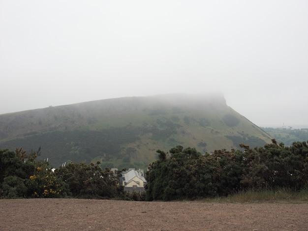 Arthur's seat vom calton hill in edinburgh aus gesehen
