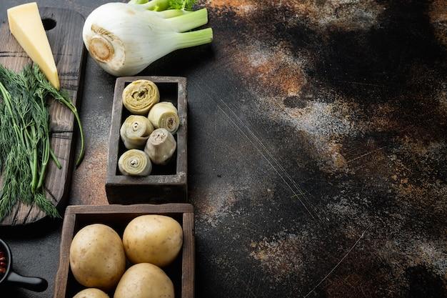 Artischocke mit fenchel-, kartoffel- und parmesanbestandteilen, auf altem rustikalem hintergrund mit raum für text