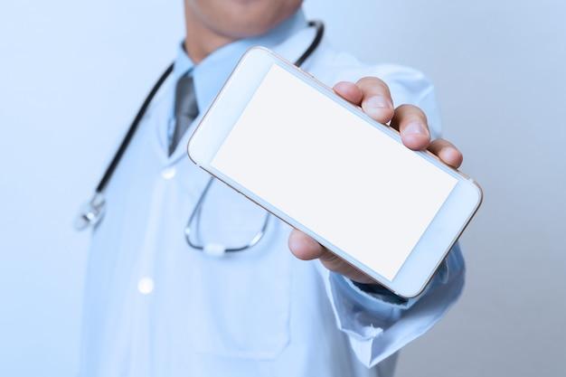 Arzt mit dem smartphone