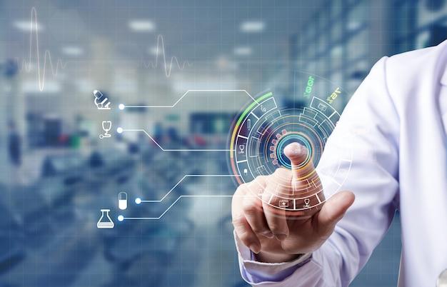 Arzt scannt zeigefinger und loggt sich in die medizinische datenbank des patienten ein, futuristisches medizinisches konzept