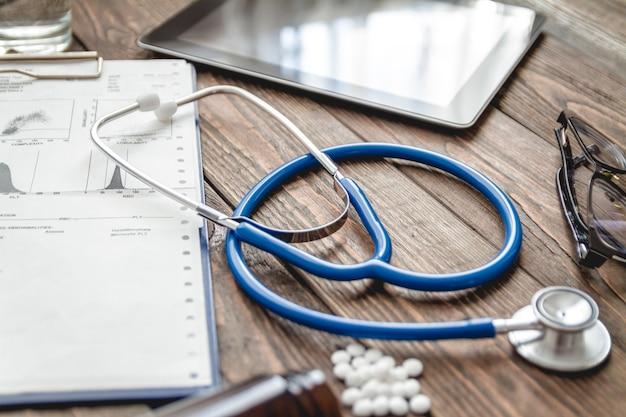 Arzt schreibtisch draufsicht