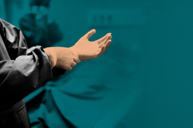 Arzt zieht einen handschuh an, um eine kontamination mit dem coronavirus zu verhindern