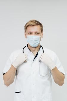 Arztportrait mit handschuhen