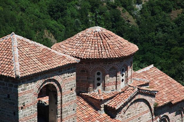 Asenovgrad festung in den bergen von bulgarien