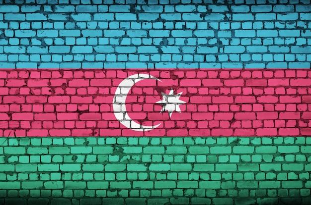Aserbaidschan-flagge wird auf eine alte backsteinmauer gemalt
