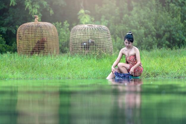 Asia woman händewaschen