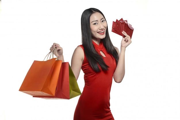 Asiatin im cheongsam kleid