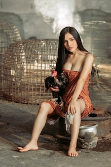 Asiatin in traditioneller kleidung