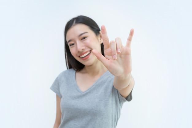 Asiatin, valentinsgruß, ich liebe dich handzeichen, schöne junge frau, liebhaber, herz, paar