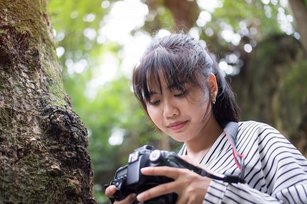 Asiatische fotograffotoaufnahme-arbeitskamera.