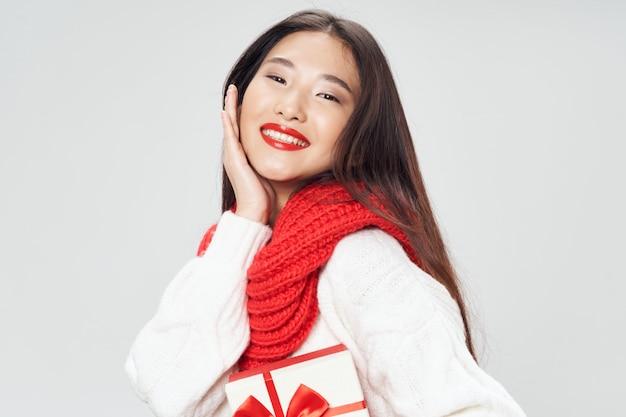 Asiatische frau, die modell aufwirft