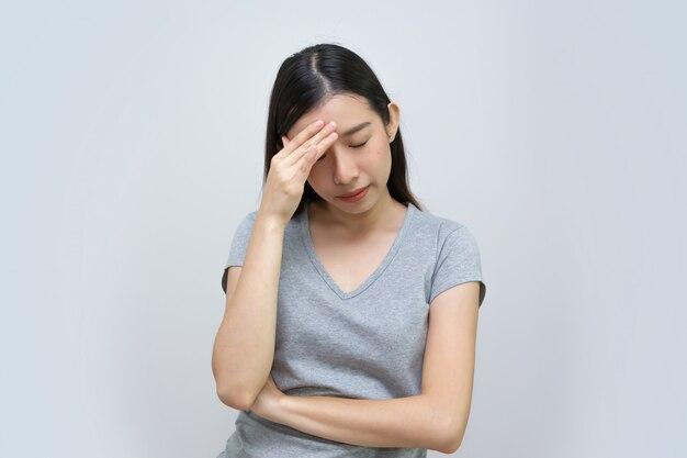 Asiatische frau gefühl kopfschmerzen, schöne junge frau