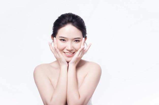Asiatische frau mit schöner haut