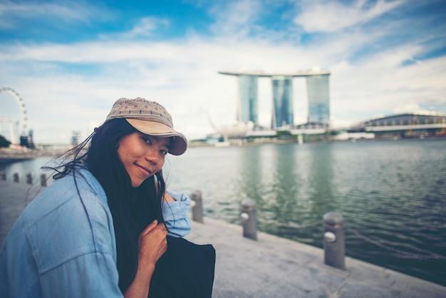 Asiatische frauen reisen in singapur