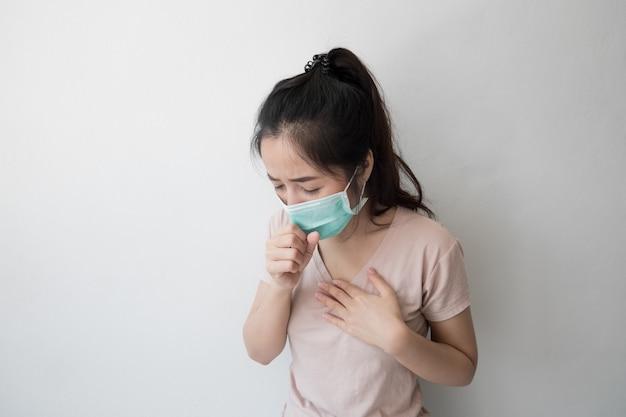 Asiatische frauen tragen gesundheitsmasken, um keime und staub zu verhindern. gedanken zur gesundheitsvorsorge