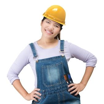 Asiatische ingenieurin mit schutzhelm und overall